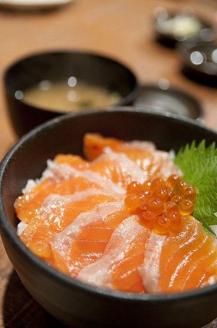 Ocean Oyakodon, Japanese Popular Donburi Dish (Salmon and Ikura Caviar Rice Bowl)??????