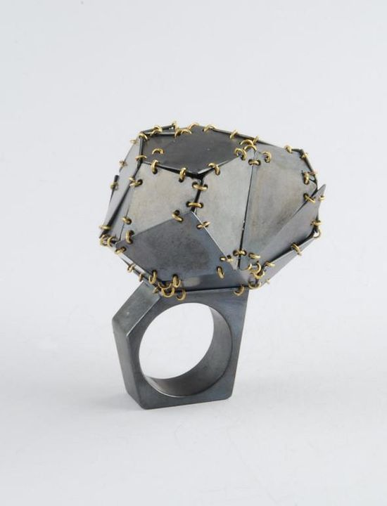 Elisabetta Dupre - ring (as all parts move, it makes a lil' noise ! :-) JOYA Semana de la Joyería Contemporánea de Barcelona  - AGC Italia -