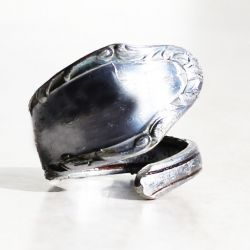Easy to follow tutorial on how to make a ring out of your old spoons.