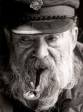 picture of old bearded sea captain with pipe