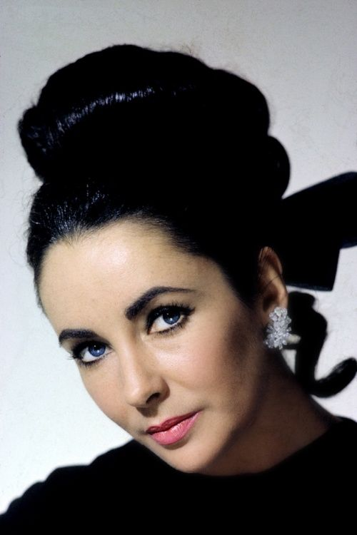 Elizabeth Taylor = sooooo beautiful and talented, but she wasn't a nice person or a happy one.