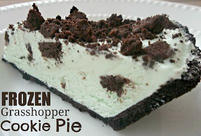 This FROZEN Grasshopper Cookie Pie from SixSistersStuff.Com will help cool you down! #recipe #dessert #summer