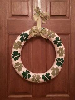 DIY St Patricks Day wreath using yarn and felt. This is so cute!