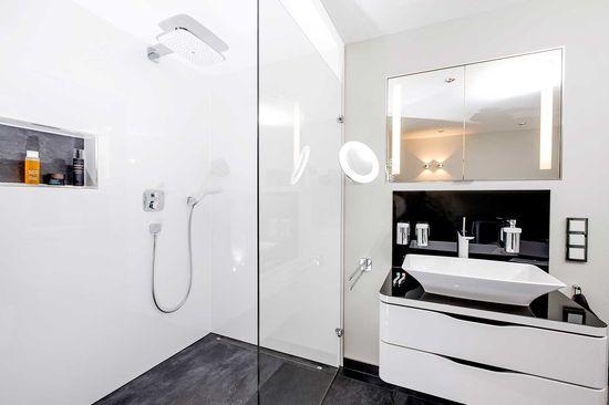 Simple Badezimmer der Lodewick GmbH in Herzberg