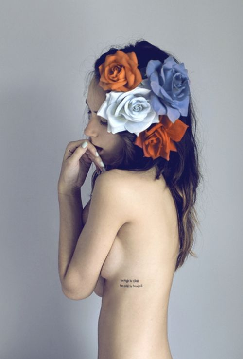I like the placement of the tattoo.. Pity I cant make out what it says??