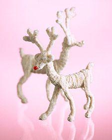 Simple Christmas craft for kids: Pipe-cleaner reindeer!