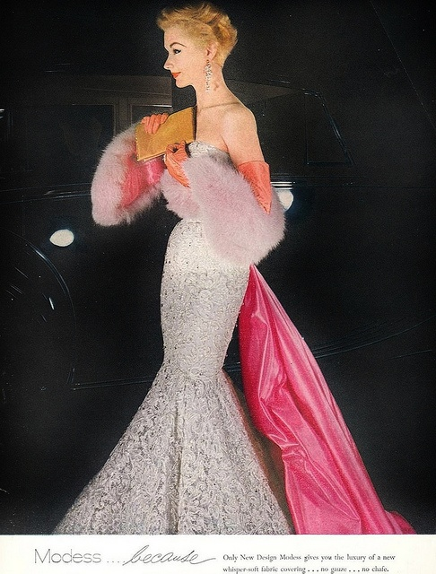 A shimmery, sublimely pretty 1950s evening look. #vintage #fashion #1950s #dress #pink #silver
