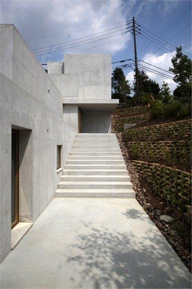 Minamiyama House - Nisshin, Japan - 2010 - Tomoaki Uno Architects #architecture #japan #house #concrete