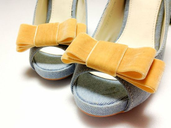 mustard bow clip ons