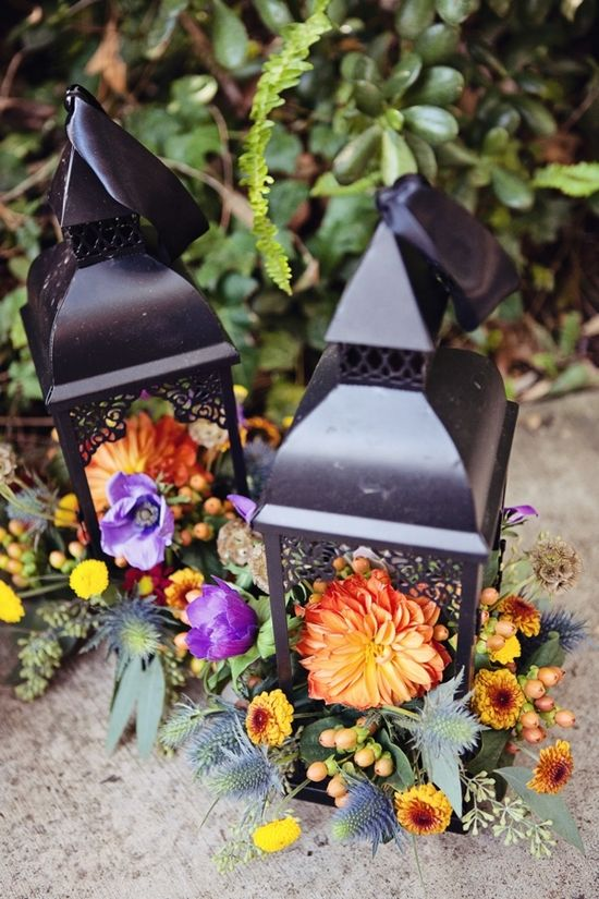 עצבו את גן האירועים בסגנון סתוי על ידי שילוב נרות