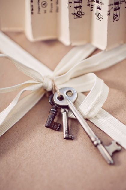 gift wrapping with keys #keys #gift #wrapping #bow #holiday #wedding
