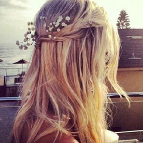 Add flowers to your hair for a fun, free, summer-time look! #hairstyles