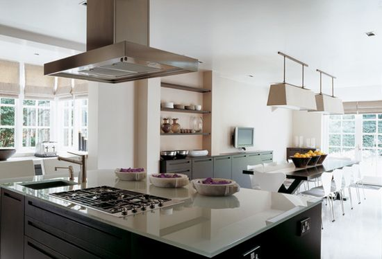 Beautiful and practical kitchen designed by www.kellyhoppenin...