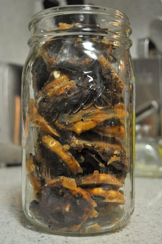 Salted Chocolate Caramel Pretzel Bark..wrap this up!!
