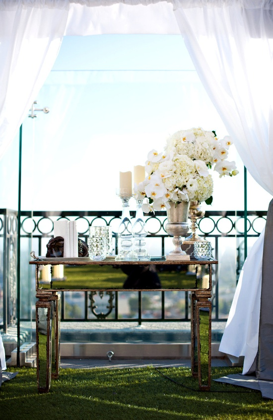 Mirrored Table in Wedding Decor - Love it!!