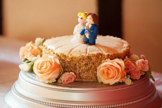 vintage cake Old Fashioned Romantic Wedding