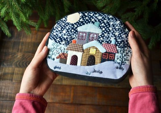 Handmade quilt makeup case, Hand embroidery purse, Patchwork quilt zipper pouch, Colourful quilt pur