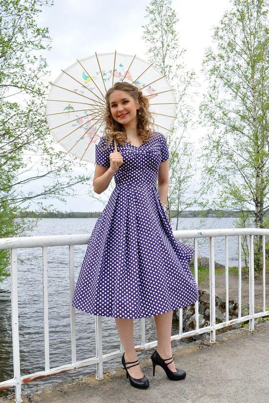 Polka dot dress 50s style via Etsy.