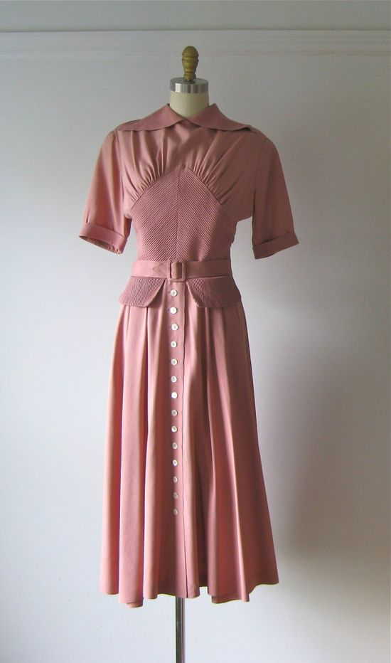 Sweetly beautiful dusty rose 1940s dress. #vintage #fashion #1940s