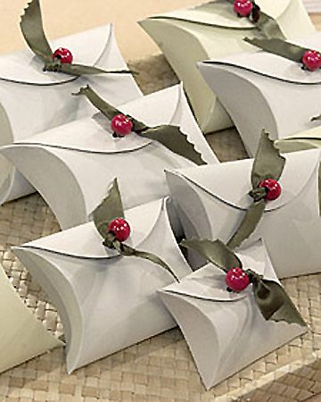 Template and instructions for ribbon holly gift boxes by Martha Stewart