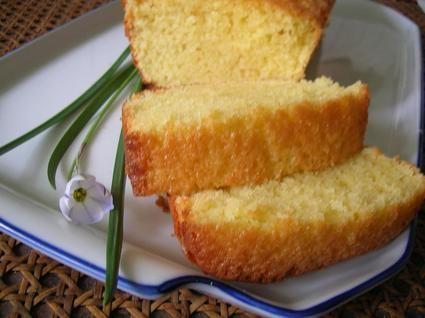 Cake au citron  (Ajustements : 125g de sucre, 1 sachet de levure, 50g de poudre de coco. 25min pour petits moules - légèrement trop cuit).