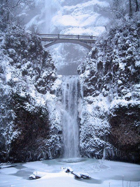 Multnomah Falls in the Columbia Gorge in Oregon