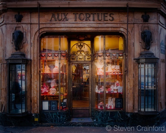 Old and famous shop near the Grands Nagasins in the boulevard Haussmann in Paris. It originally sold articles actually made from tortoise shells (tortue means tortoise). Now it is a bakery