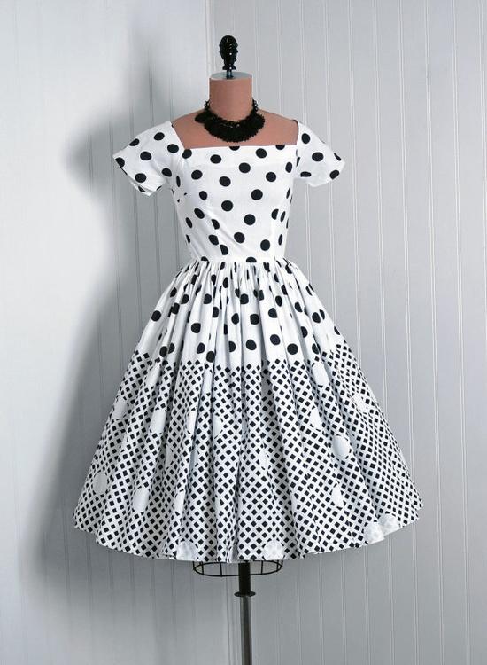1950s Vintage Black & White Polka Dot Dress