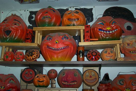 Halloween Lanterns by riptheskull, via Flickr