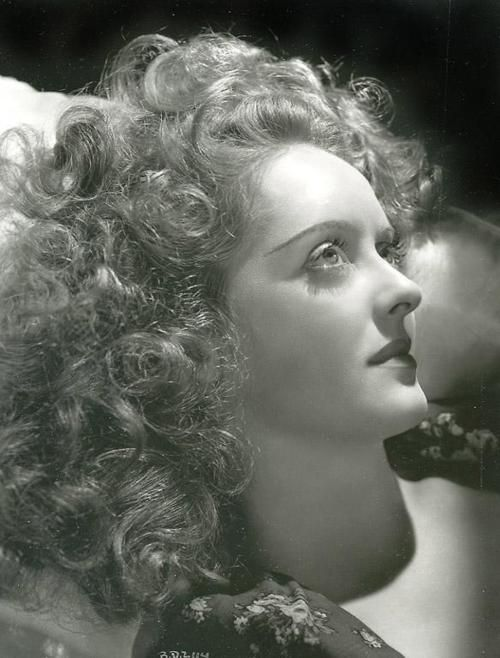 Bette Davis 1939 - Photo by George Hurrell