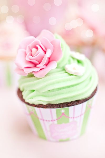 Cupcake with Flower and pastel green icing. #cupcake #cake #cupcakedesigns #cakes #cupcake #cupcakes #birthday #party #wedding #ideas #idea #pinterest #love @Mad4Clips