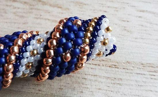 DIY Collier en perles Miyuki bleu nuit et doré spirale de perles technique Cellini : Etape 9