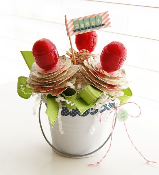 Roree shows us how to make this fun lollipop bouquet for Valentine's Day
