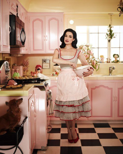 Pink Retro Kitchen Photo Idea