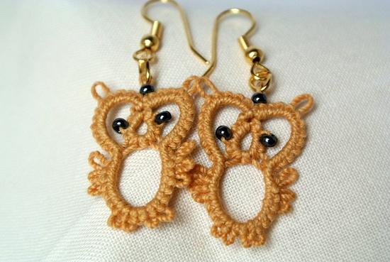 Tatted earring owl beaded jewelry tatted lace by Ilfilochiaro
