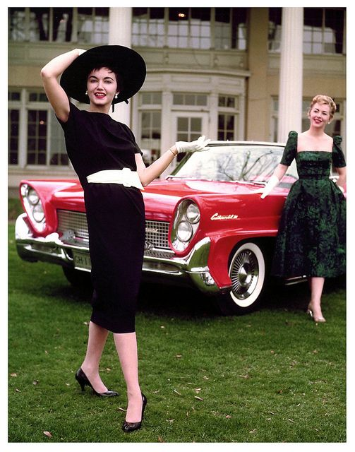 Two very different, yet mutually stylish, dresses from 1958. #vintage #1950s #fashion
