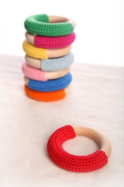 crochet teething ring. Addie would totally dig this. // koukku on etsy
