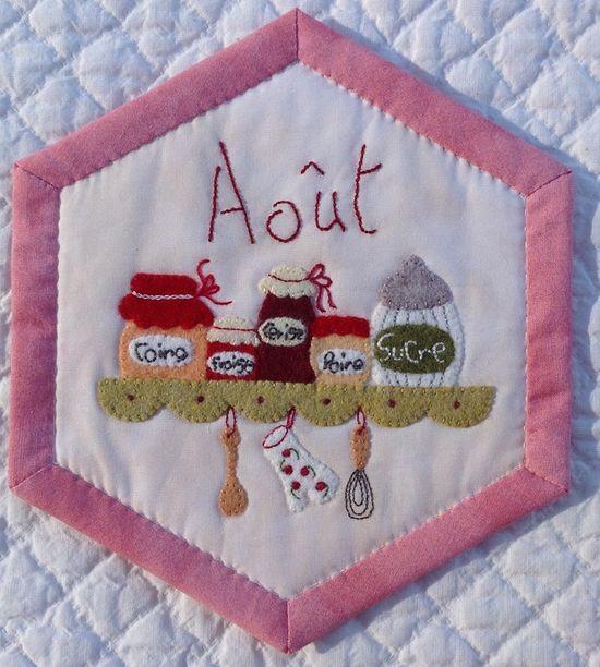 Redwork Embroidery ❤ =^..^= ❤  Bee Quilt - L'heure de la rentrée a sonné Terminées les vacances, le farniente, les balades Je reprend tout doucement le rythme de mon Bee-quilt...