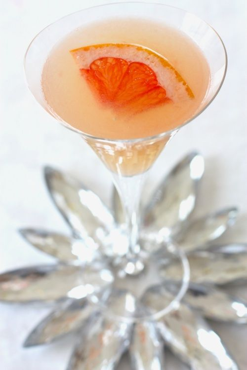 Sparkling Grapefruit. Freshly squeezed grapefruit juice, Hendrick's, ginger ale, Cointreau.