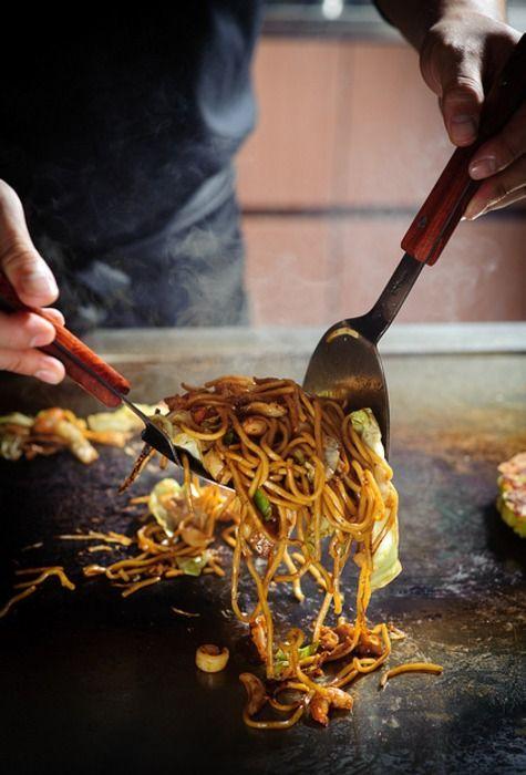 Making Stir-fried Ramen Noodles (Yaki-soba in Japanese) at the Yatai Food Stall????????