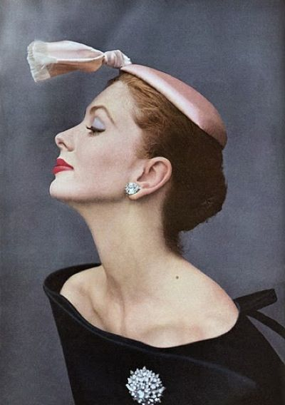 Cristóbal Balenciaga cocktail hat, 1953. Modeled by Suzy Parker. #vintage #1950s #hats #fashion