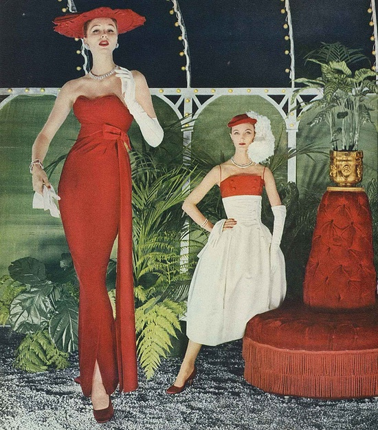 Terrifically chic red and white evening looks from the mid-50s. #dress #vintage #fashion #1950s