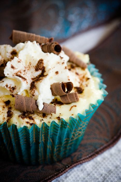 Cream cheese & chocolate cupcake