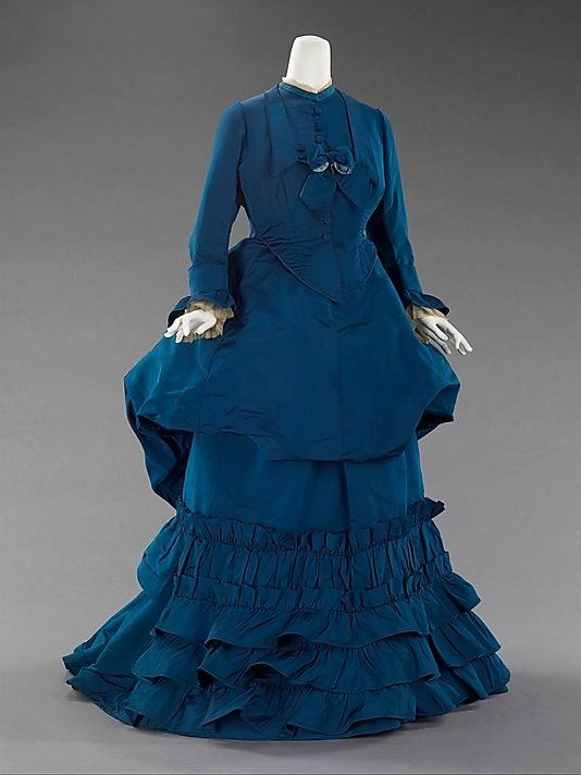 This richly gorgeous 1870s blue silk afternoon dress by Charles Frederick Worth took my breath away. #Victorian #1800s #19th_century #blue #silk #dress #historical #costume #fashion #vintage