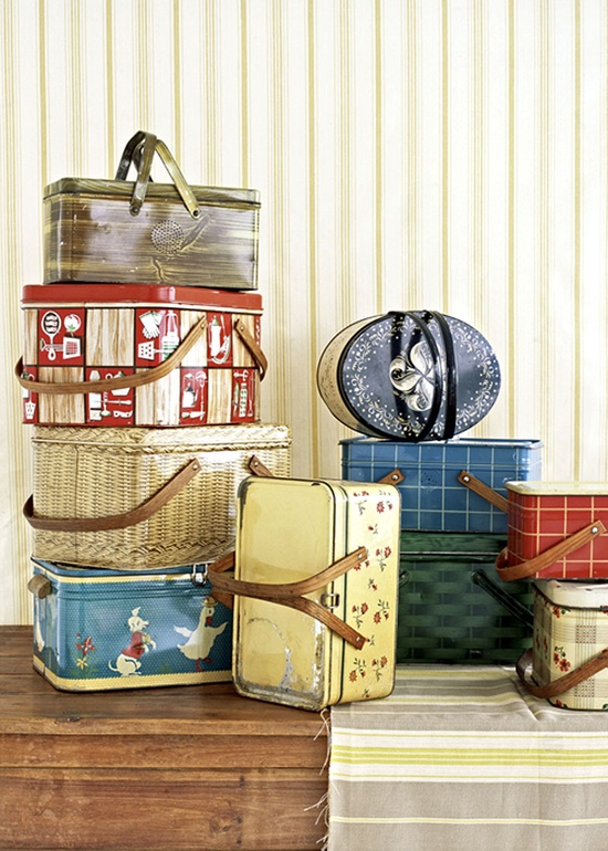Oh, I want all these antique picnic tins!!
