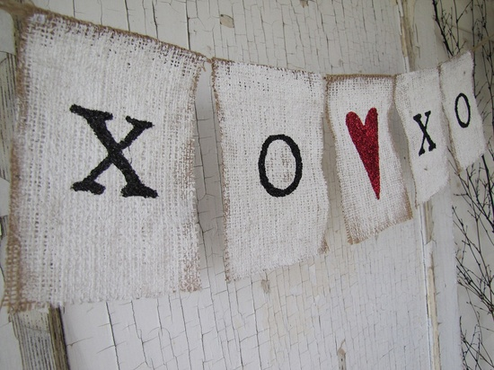 XO Valentines Day Burlap Glitter Banner