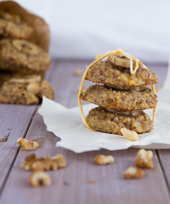 GF Quinoa Banana Bread Breakfast Cookies by healthfulpursuit #Breakfast #Cookies #Banana #Quinoa #Healthy #GF