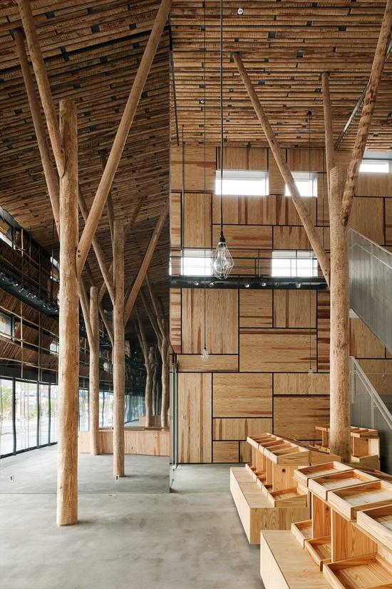 Yusuhara Machino-eki, Yusuhara, Yusihar-Cho, Takaoka-gun, Koch, 2010 by Kengo Kuma  #architecture #japan #kuma #hotel