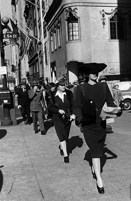 Pedestrians on Fifth Avenue in Midtown, 1942. #vintage #1940s #fashion #streets