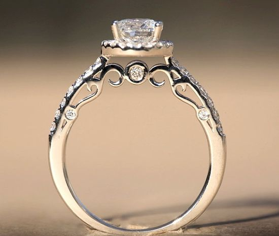 OH! This right here is a wedding ring!